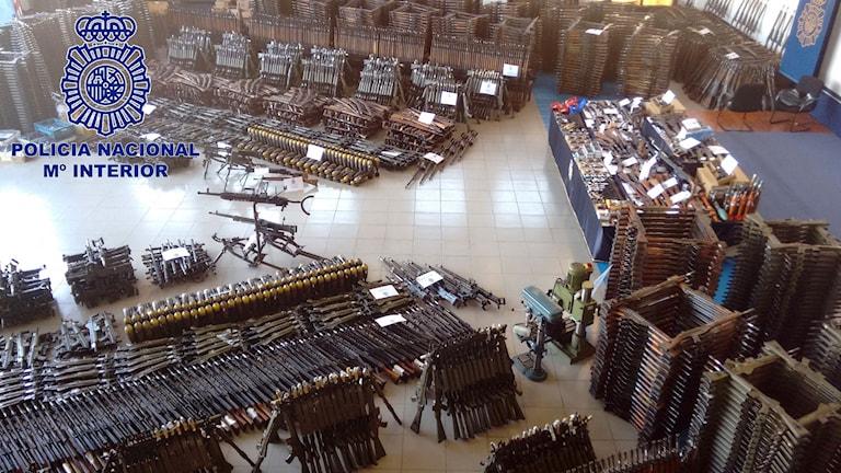 Bilden på det enorma beslaget släpptes i dag, 14 mars, och visar de över 10 000 vapen som spansk polis, i samarbete med Europol, beslagtagit.