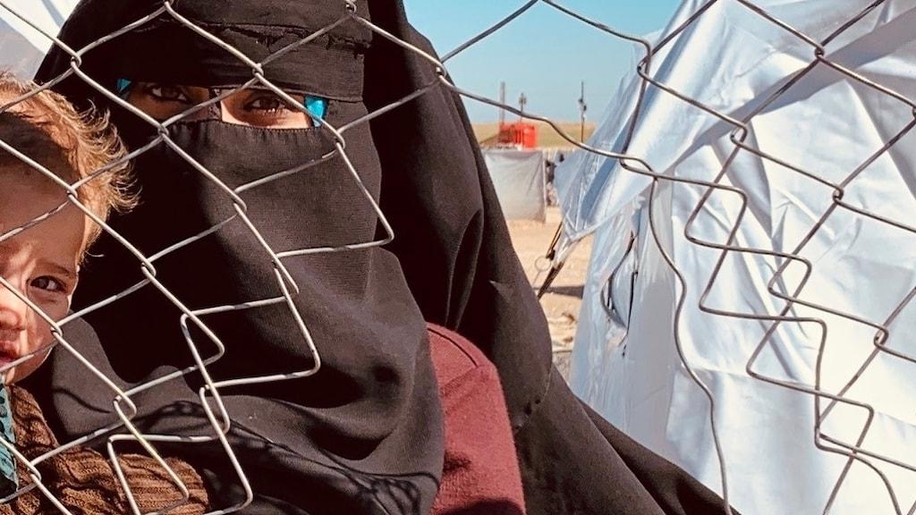 En kvinna i flyktinglägret Al Hol i Syrien.