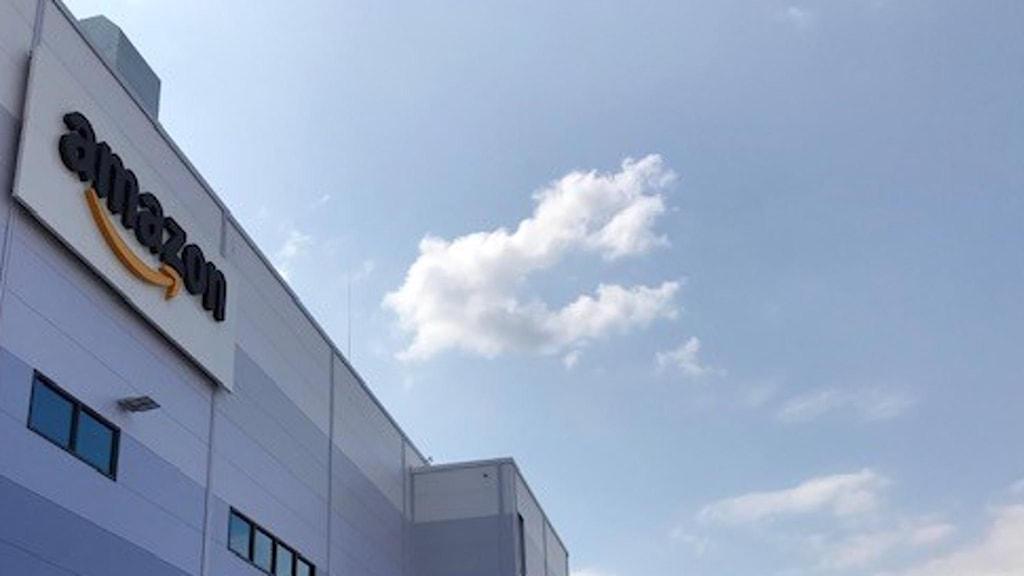Utsidan av Amazons lagercentral i Winsen i Tyskland.
