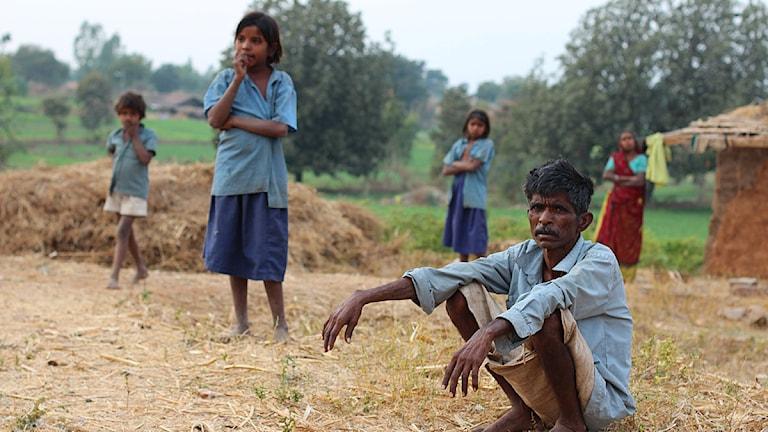 Lantbrukaren Valu och hans fru Anti i Rajasthan har sex barn. Alla barnen har problem med diarré och andra sjukdomar. Kronisk diarré är en faktor, ihop med fattigdom, analfabetism och annat, som bidrar till att över 40 procent av indiska småbarn är undernärda. Foto: Nils Horner/Sveriges Radio