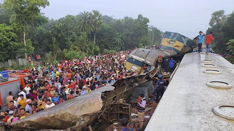 Två tåg kolliderade i Bangladesh.