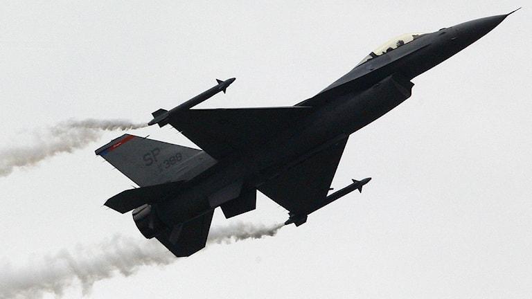 Ett amerikanskt F16-stridsplan. Foto: Jacques Brinon/Scanpix.