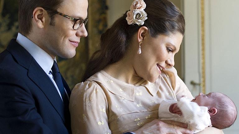 Daniel och Victoria samt Estelle.