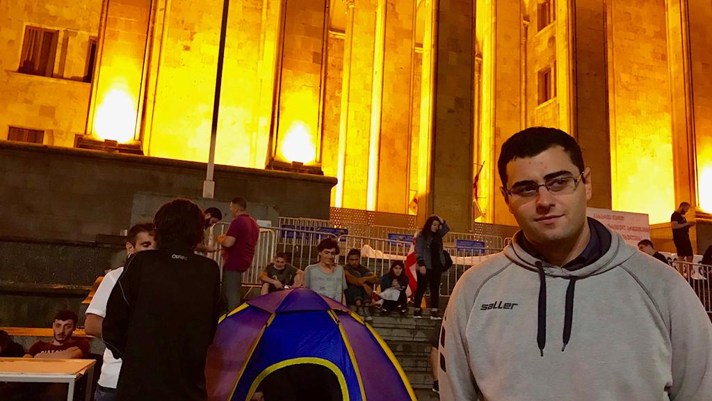 Giga Lemonjava är en av demonstranterna vid Frihetstorget i Tbilisi.