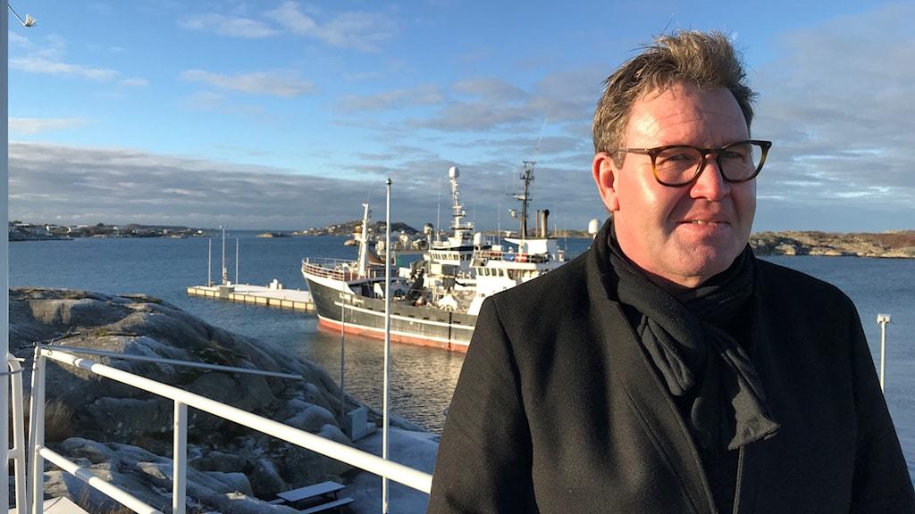 Jonas Backman, VD och delägare i Sirius Shipping vid den nya djuphamnen på Donsö i Göteborgs södra skärgård. Foto: Carina Holmberg/Sveriges Radio
