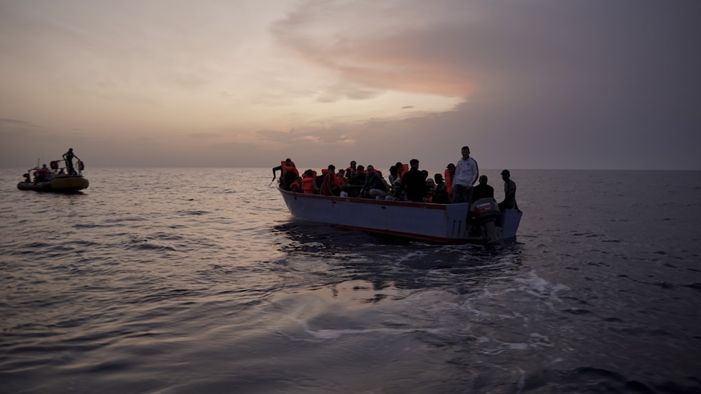 Genrebild migranter på båtar