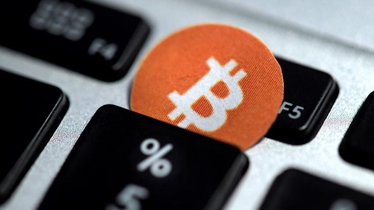 Flera annonser på Facebook sprider felaktig information kopplat till ett bitcoinföretag