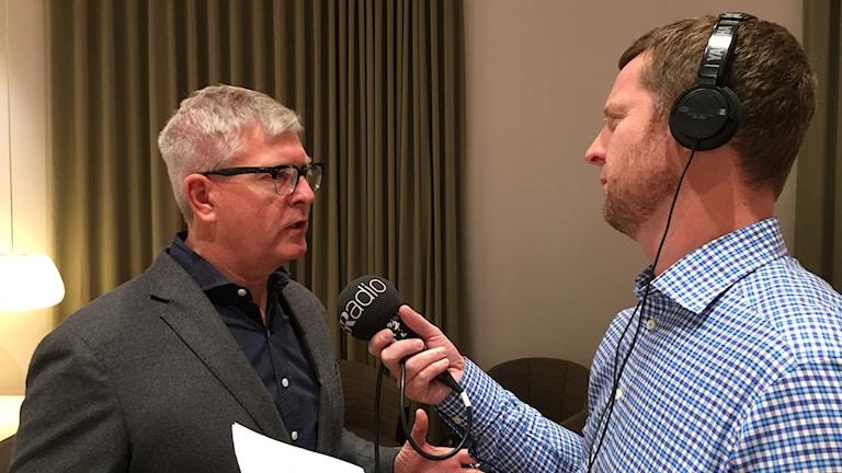 Börje Ekholm, vd för Ericsson intervjuas av Anders Jelmin.