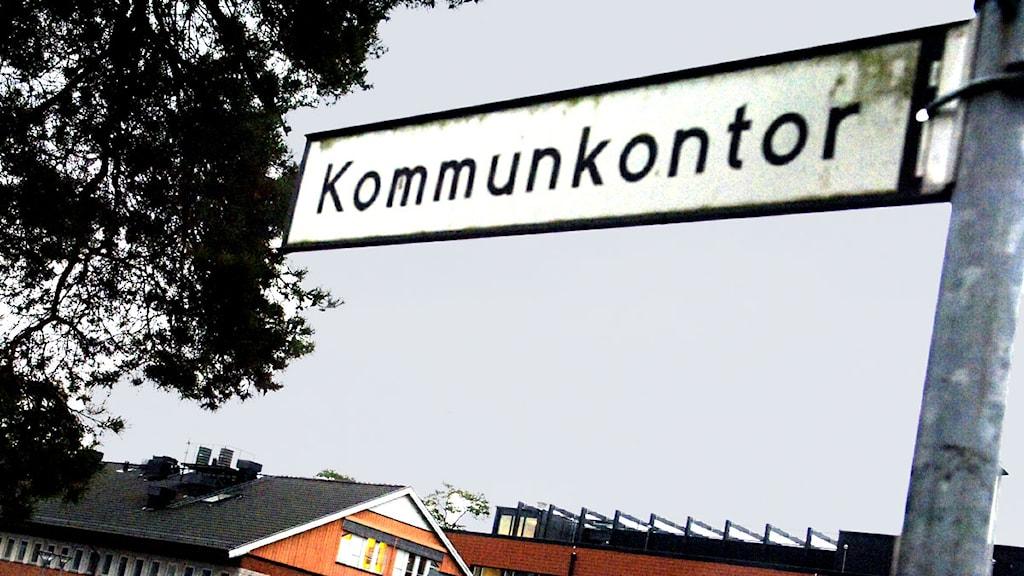Skylt med texten Kommunkontor. Foto: Ingvar Karmhed/Scanpix.