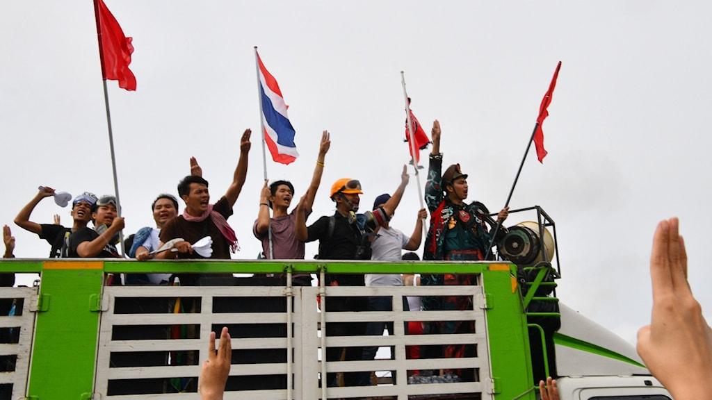 Demonstranter i Bangkok på lördagen.