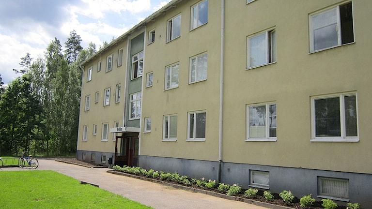 Ett flerfamiljshus. Foto: Alexandra Svedberg/Ekot