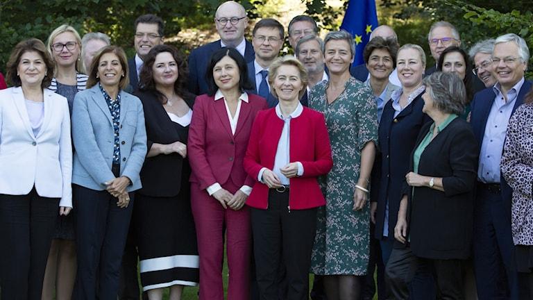 Ursula von der Leyen med de nya EU-kommissionärerna.