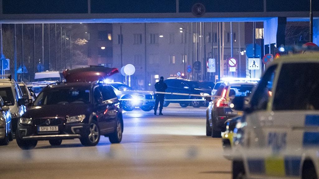 polisen har spärrat av en brottsplats på Fosievägen i Malmö efter en skjutning.