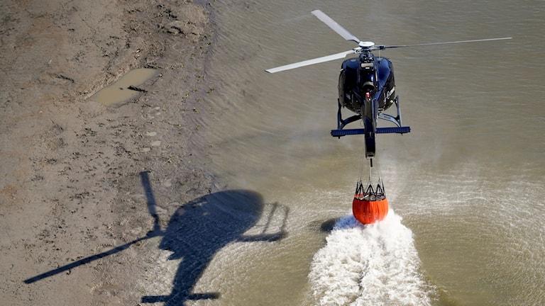 En norsk släckningshelikopter.