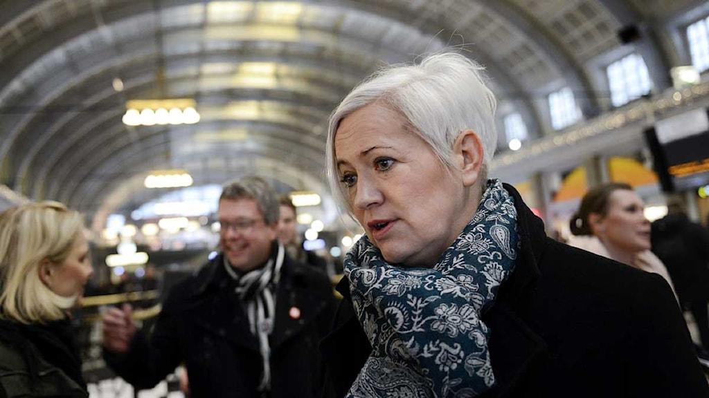 Partisekreterarna Acko Ankarberg Johansson (KD) och, i bakgrunden, Kent Persson (M). Foto: Jessica Gow/Scanpix.