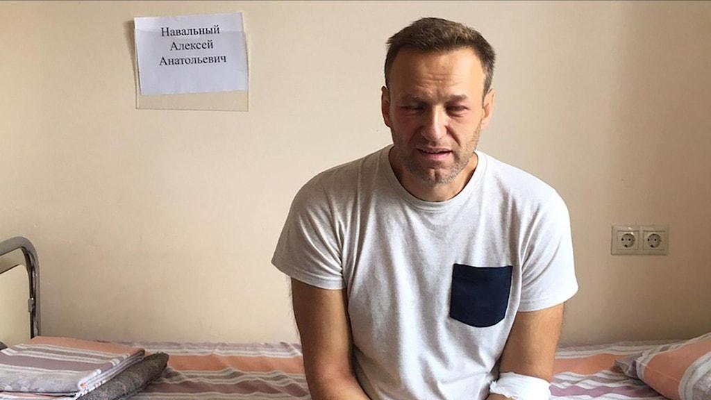 Alexei Navalnyj under sjukhusbesöket.