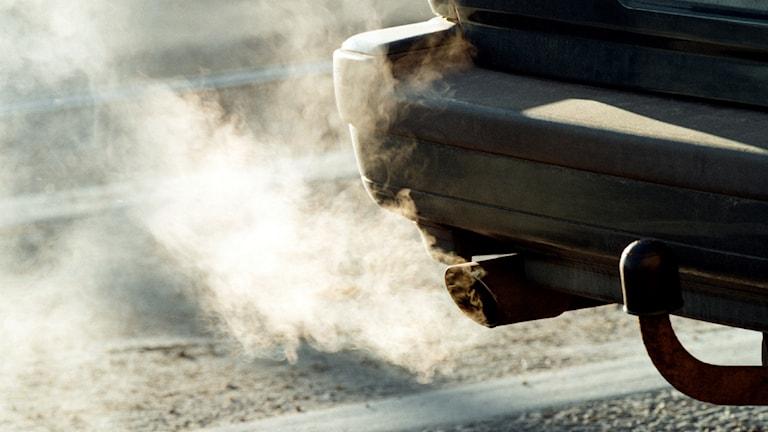 Ett avgasrör på en bil.