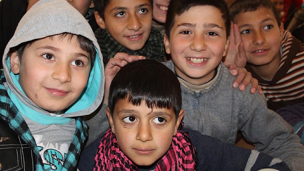 Barn i Aleppo som bor i ett flyktingläger två kilometer från fronten. Foto: Johan-Mathias Sommarström/Sveriges Radio.