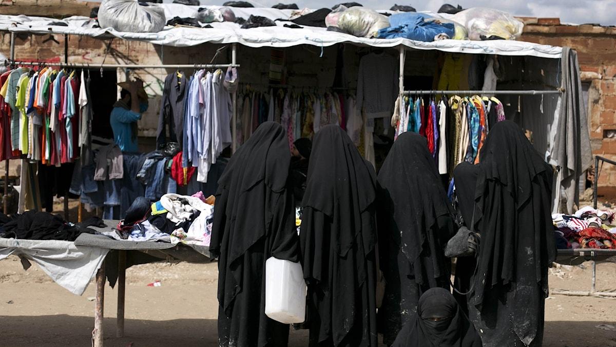 Arkivbild på kvinnor i al-Hol-lägret.