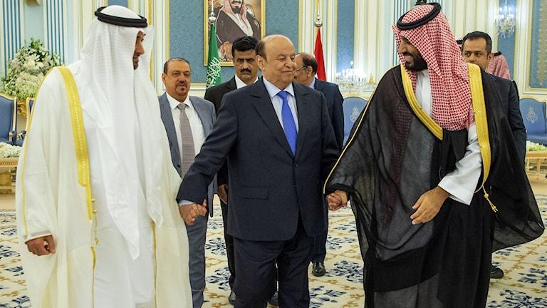 Jemens president, Abed Rabbo Mansour Hadi, i mitten, med Saudiarabiens Kronprins Mohammed bin Salman och Abu Dhabis kronprins Mohammed bin Zayed Al Nahyan.
