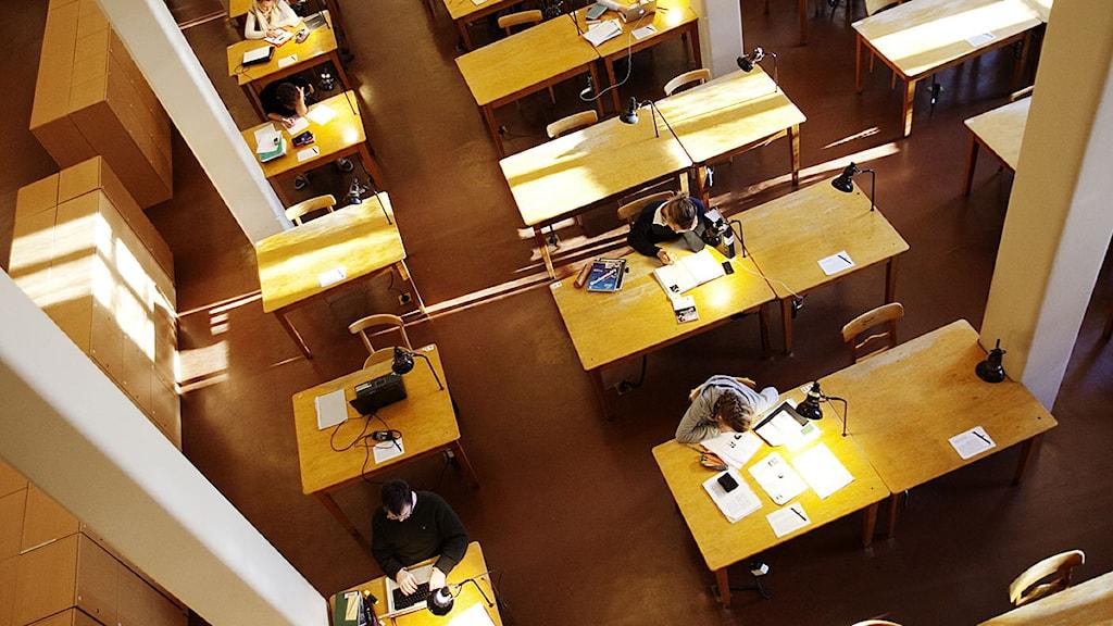Malmö högskolas byggnad Orkanen som inrymmer bland annat biblioteket och lärarutbildningen. Byggnaden ligger i hamnen omgiven av gamla varslokaler. Foto: Tor Johnsson/Scanpix.