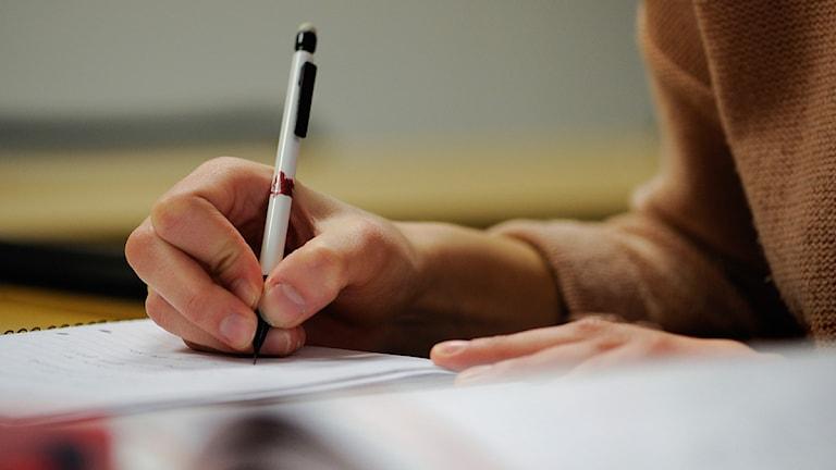 skrivande hand