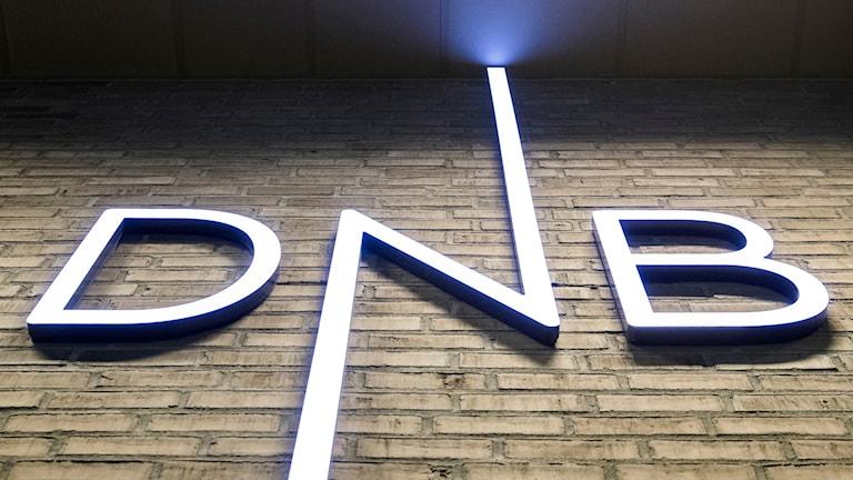 DNB-logga på fasad.