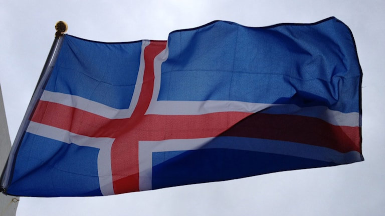 Islands flagga mot grå himmel. Foto: Jenny Sanner Roosqvist/Sveriges Radio.