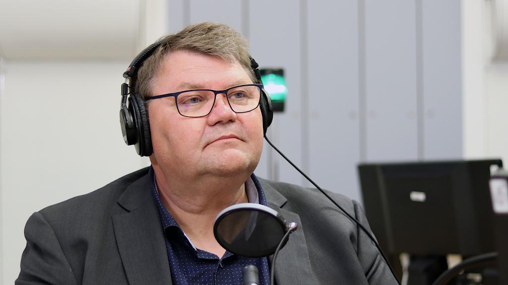 Peter Lundgren i radiostudio