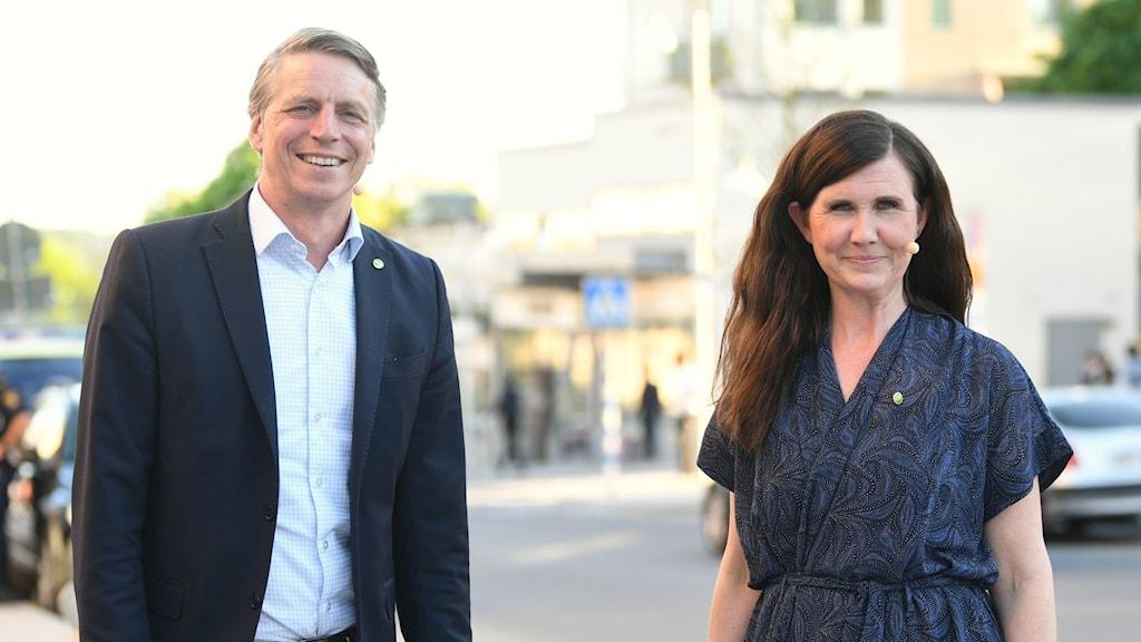 Miljöpartiets språkrör Per Bolund och Märta Stenevi inför partiledartimmen under Järvaveckan i Rinkeby.