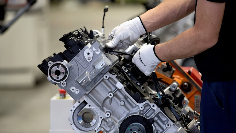Montering av motorer på Volvo Cars motorfabrik i Skövde.