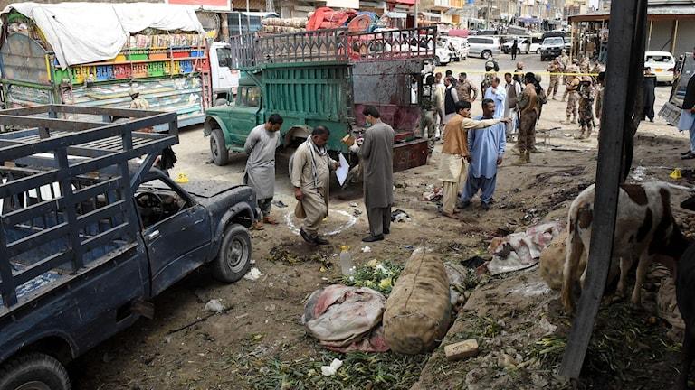 Ödeläggelse efter dådet i Pakistan.