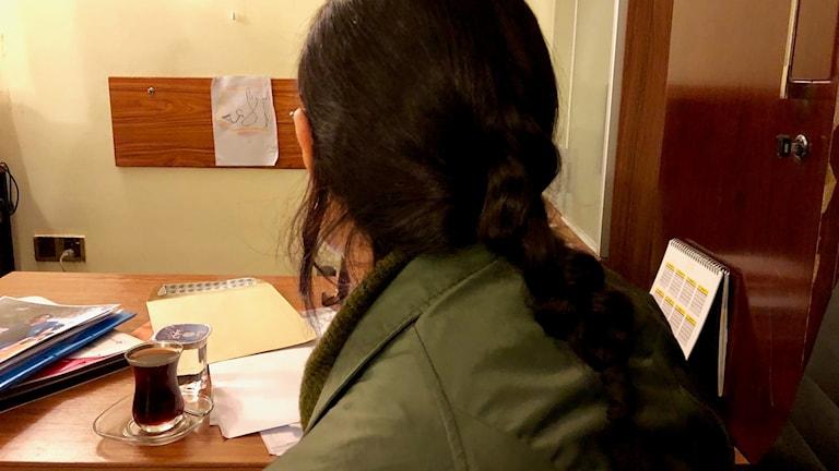61ae1ea7789 Bild på 32-årig kvinna i Irak som hotats att hålla tyst efter våldtäkter.
