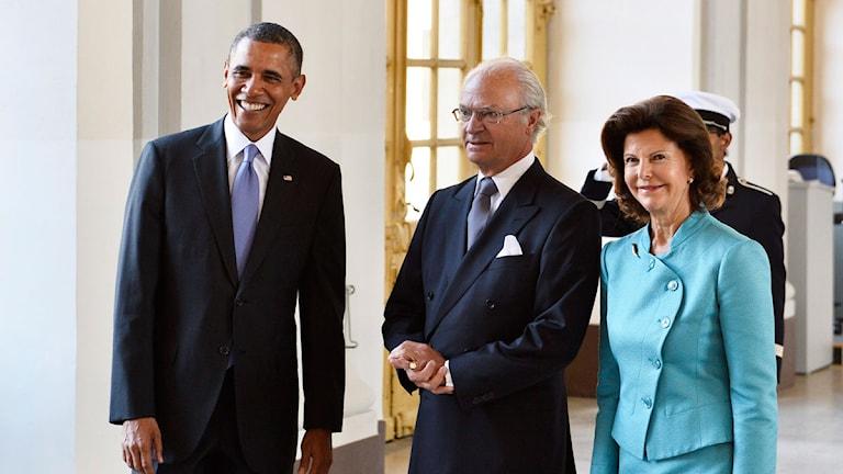 Kung Carl Gustaf och drottning Silvia tar emot USA:s president Barack Obama på Stockholm slott. Foto: Anders Wiklund/Scanpix.