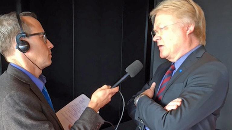 Ekots Mats Eriksson intervjuar Lars Adaktusson.