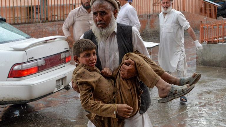 En pojke som skadats i dådet i Afghanistan på fredagen.
