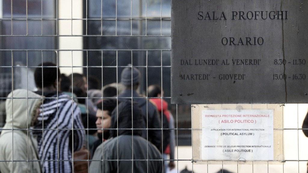 ett flyktingläger i italien.
