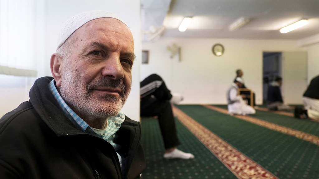 Imamen Awad Olwan i Fisksätra moské.