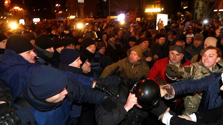 Högerextrema aktivister stötte ihop med polis i centrala Kiev