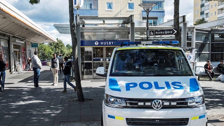 Polisbil i Husby