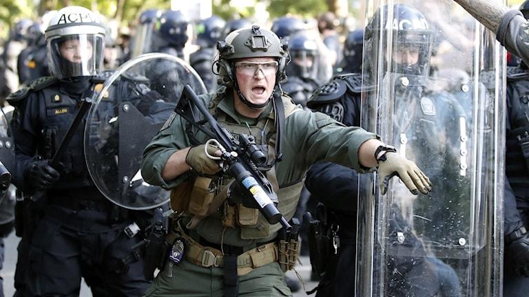 kravallklädd soldat