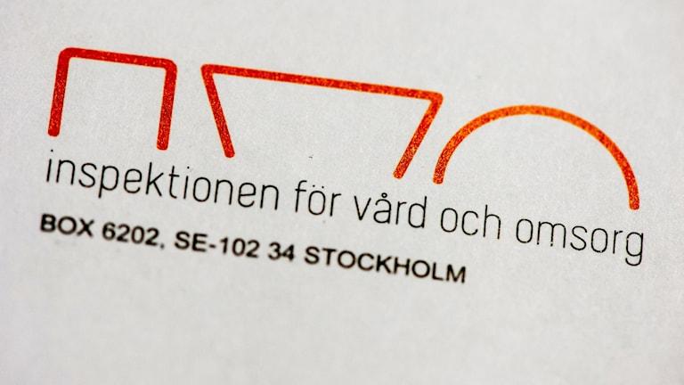 Inspektionen för vård och omsorgs postadress skriven på en lapp.