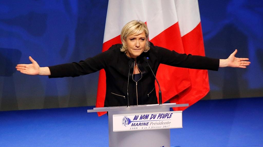 Nationella frontens Marine Le Pen håller tal.