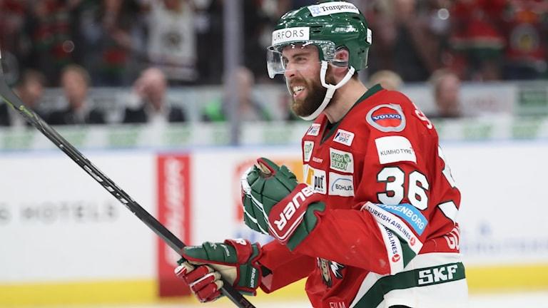 Frölundas Brandon Gormley jublar efter 2-0 under torsdagens ishockeymatch i SHL i SM-slutspelet final 3 i bäst av 7 mellan Frölunda HC och Djurgårdens IF i Scandinavium.
