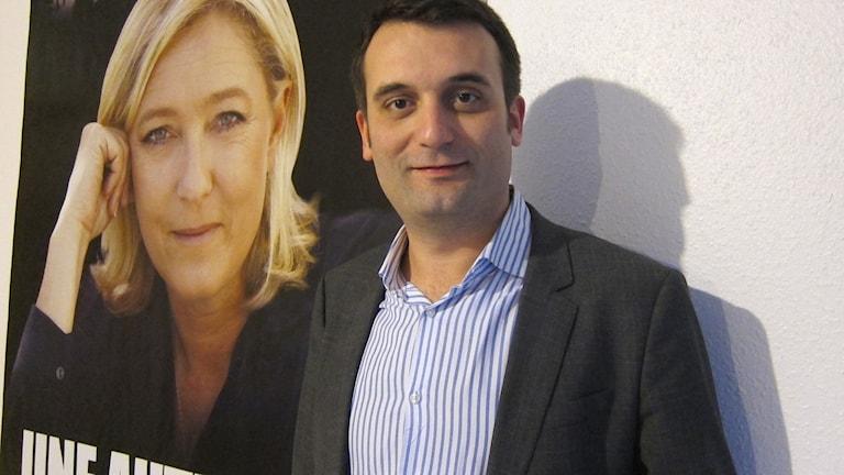 Florian Philippot framför en affisch med Marine Le Pen. Foto: Louise Nordström/TT.