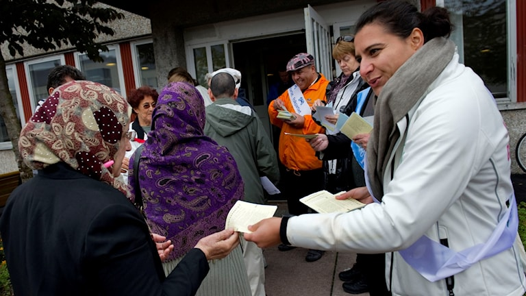 Abir Al-Sahlani handing out voting slips for the Center Party.