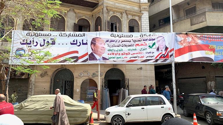 Banderoll med president al-Sisi.