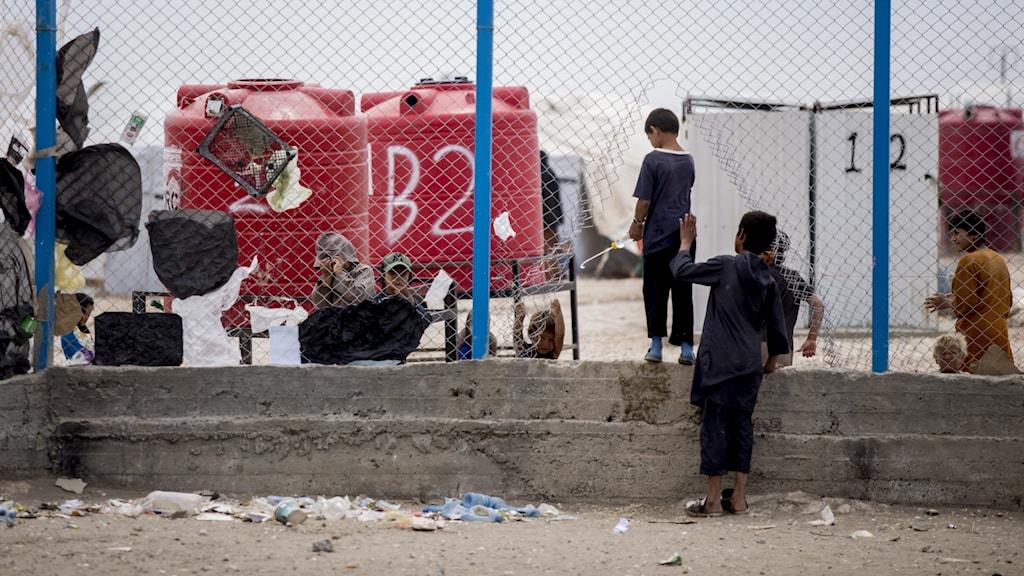 Barn i ett flyktingläger.