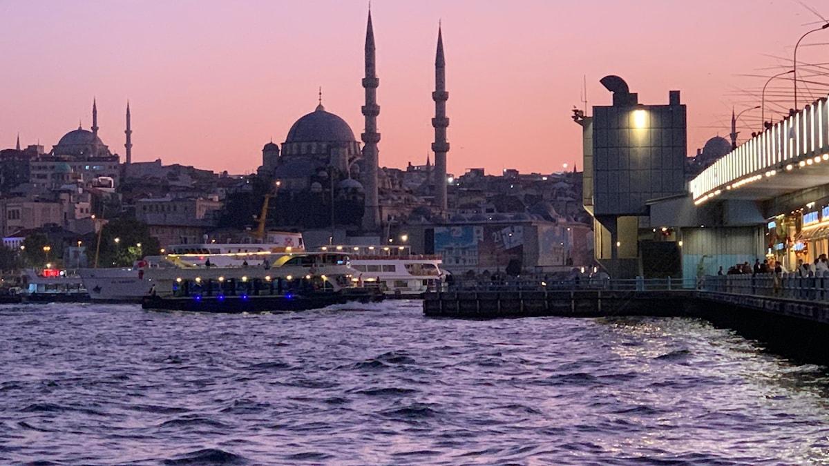 Istanbul i kvällsljus