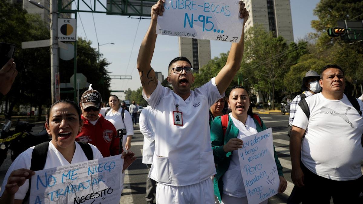 Sjukvårdspersonal i Mexiko protesterar på gatorna.
